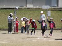 運動場の横断練習